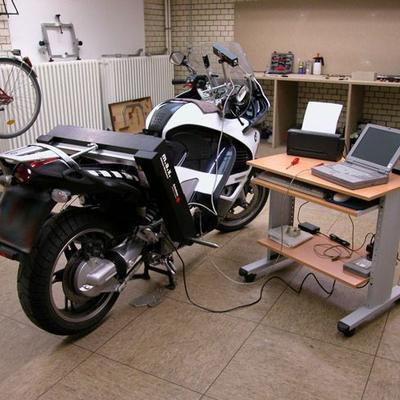 Rahmenvermessung eines Motorrads auf Messtisch